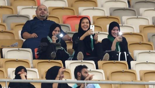 ผลการค้นหารูปภาพสำหรับ ซาอุฯ เปิดให้ผู้หญิงเข้าชมเกมในสนามครั้งแรก