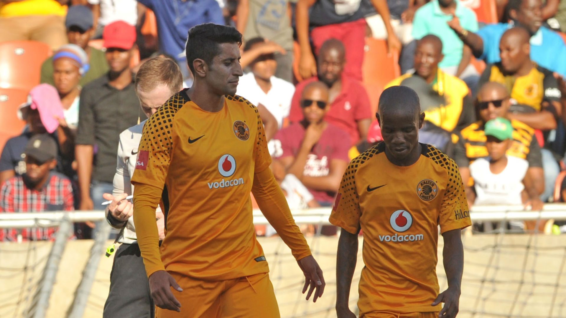Leonardo Castro and Joseph Molangoane of Kaizer Chiefs