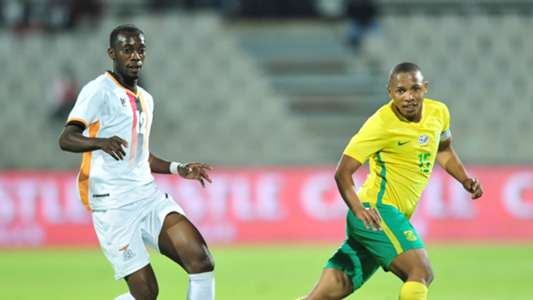 Andile Jali of South Africa challenged by Justin shonga of Zambia