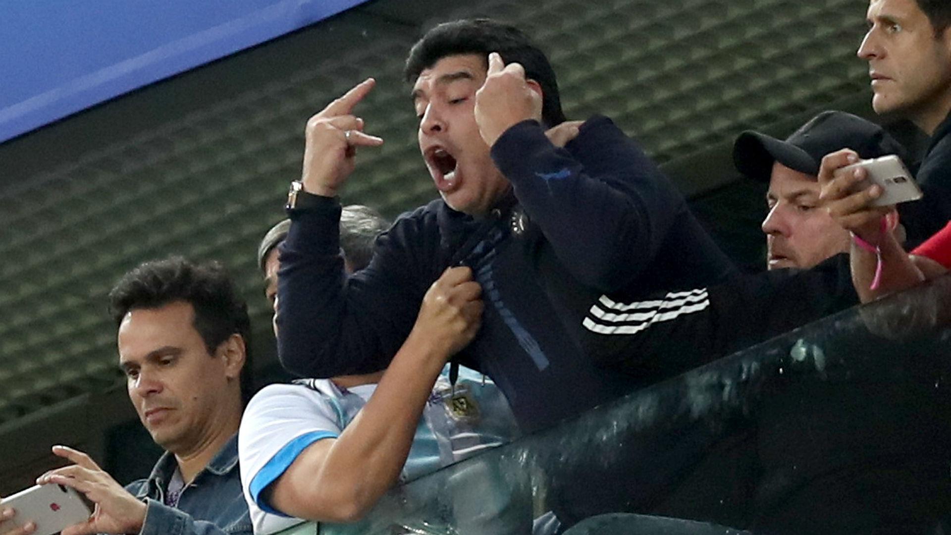 Maradona fingers