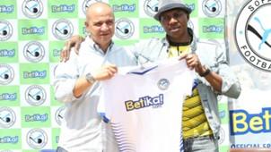 Melis Medo of Sofapaka and boss Elly Kalekwa.