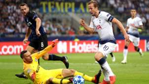 Samir Handanovic Harry Kane Inter Tottenham Champions League
