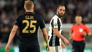 Higuain Glik Juventus Monaco Champions League
