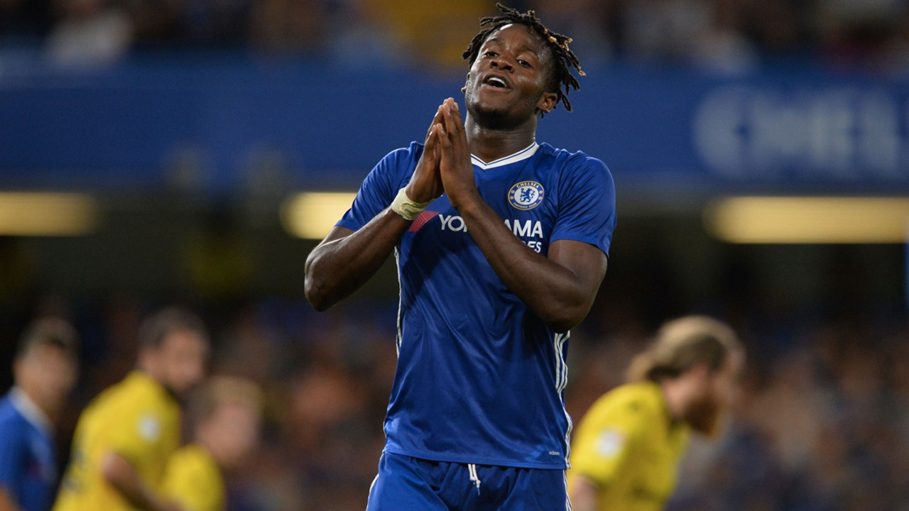 Batshuayi's Chelsea career at risk after Conte snub