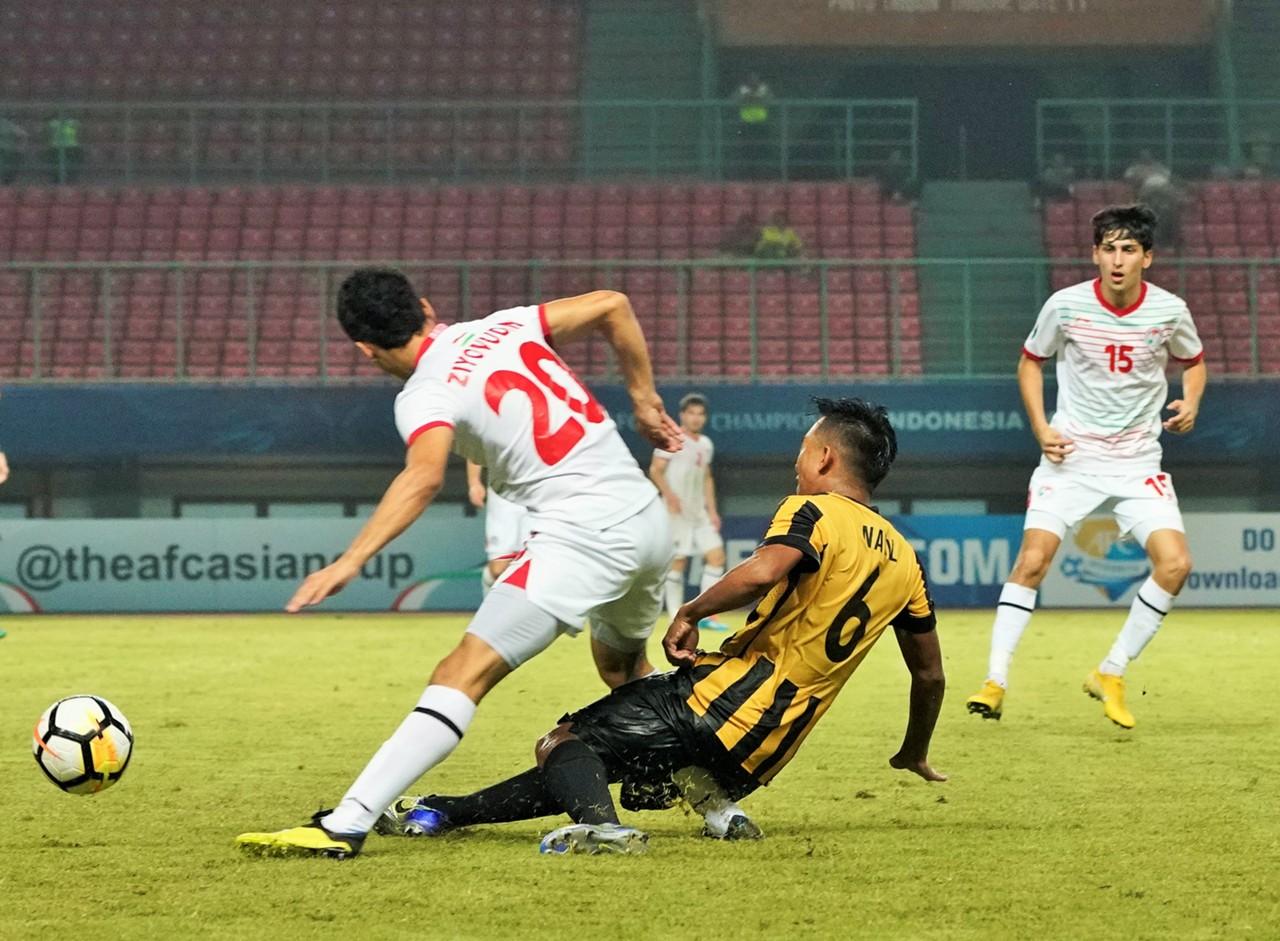 ผลการค้นหารูปภาพสำหรับ แข้งทาจิกฯ ลงสนาม 3 นาทีโดนเสียบหักสยอง AFC U19