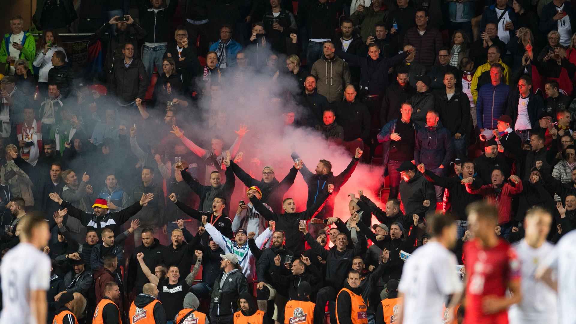 DFB muss für Nazi-Ausfälle von Fans blechen