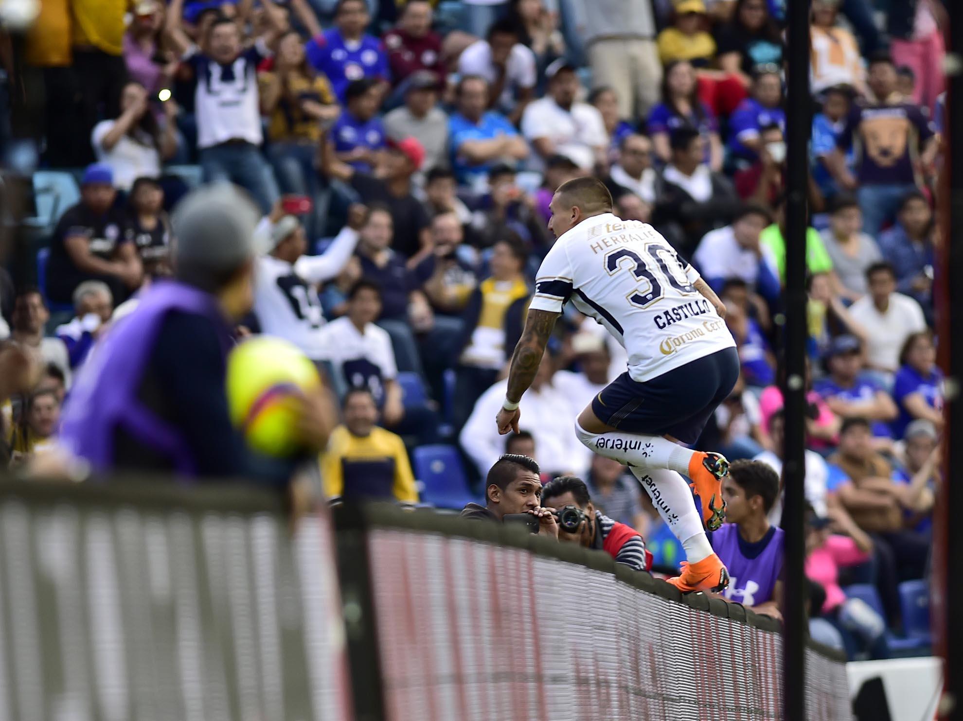De la mano de Nico Castillo, Pumas golea 4-2 a Puebla