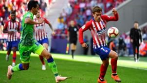 Antoine Griezmann Aissa Mandi Atletico de Madrid Betis LaLiga 07102018