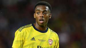 Arsenal midfielder Willock signs new long-term deal