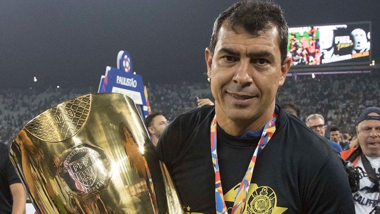 Love marca no fim, Corinthians bate o São Paulo e é tricampeão paulista