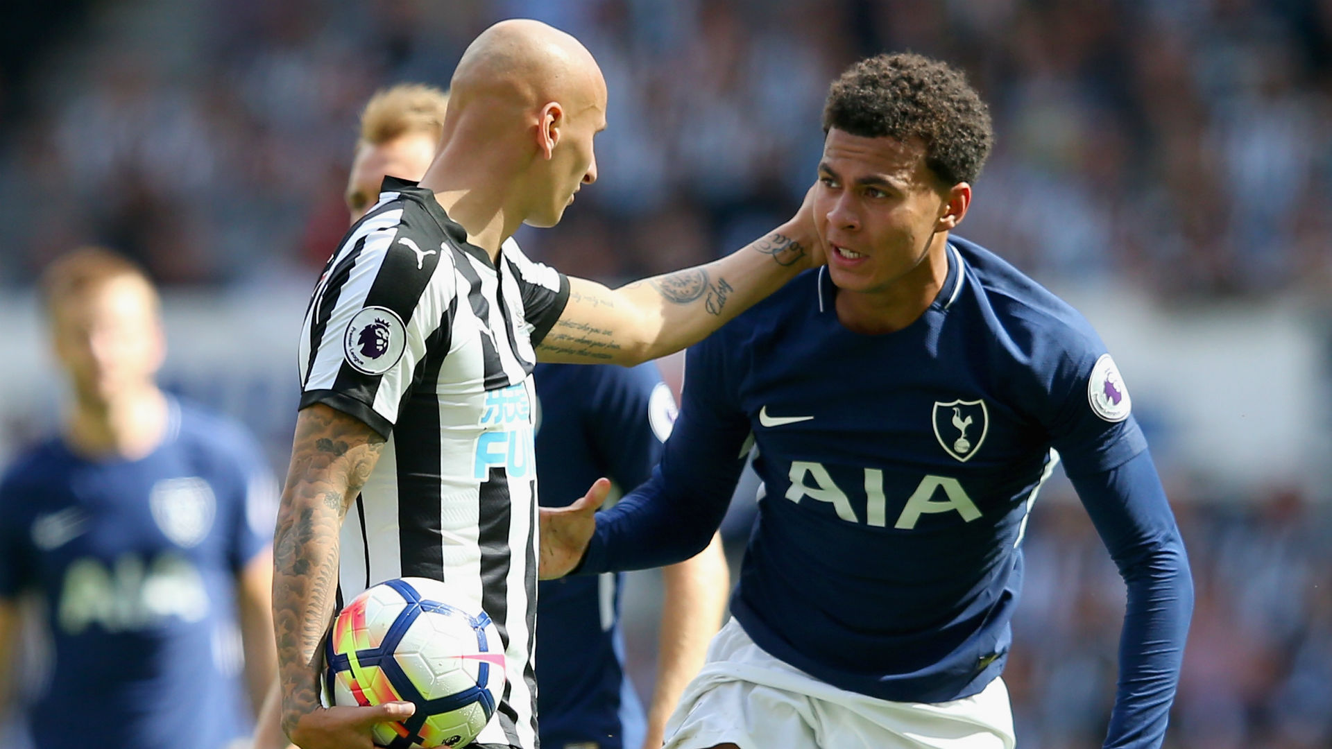 Tottenham capitalizes on Shelvey red, beats Newcastle 2-0