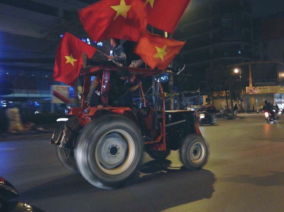 CĐV Việt Nam ăn mừng