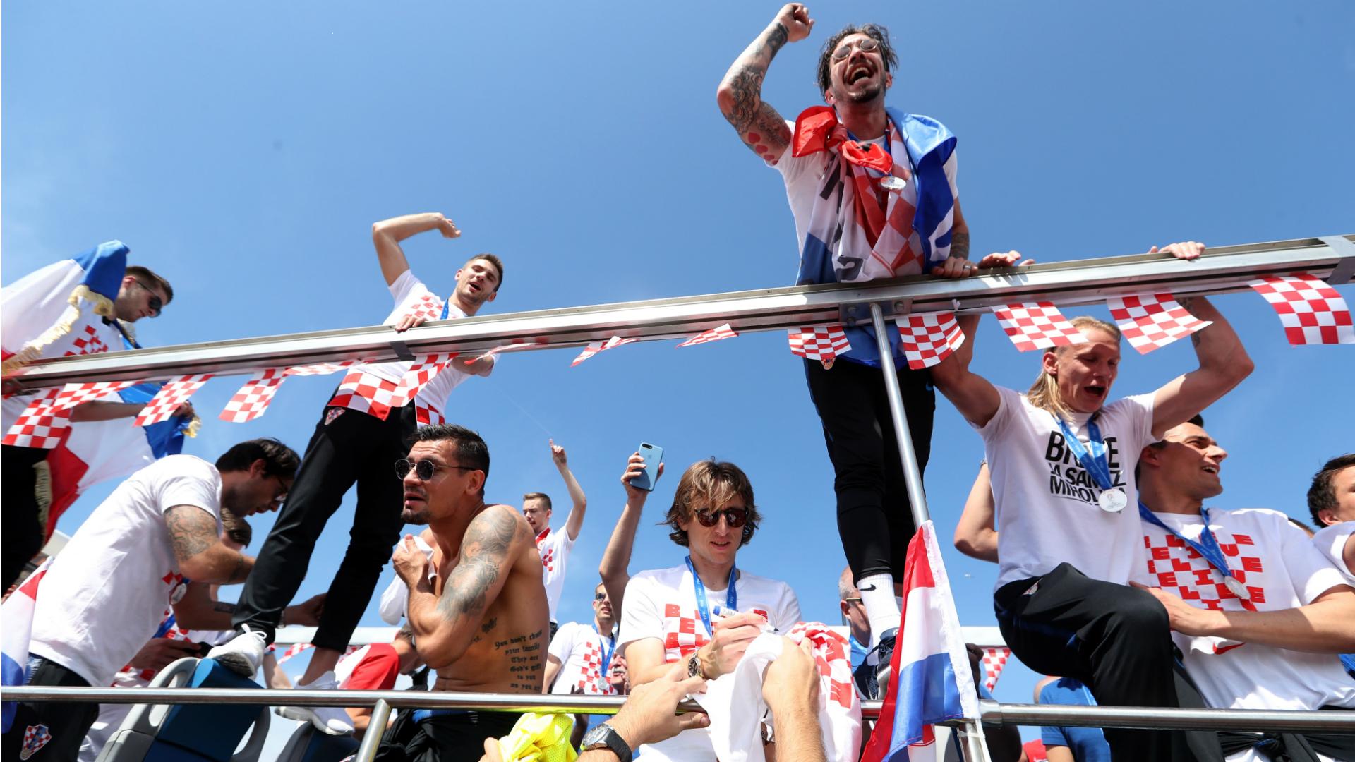 Sime Vrsaljko croatian players celebration parade 16072018