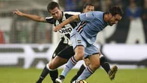 Miralem Pjanic Luca Cigarini Juventus Sampdoria Serie A 10262016