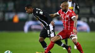 Raffael Arturo Vidal FC Bayern Gladbach Bundesliga 1117