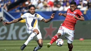 Jermaine Jones Cristian Colman LA Galaxy FC Dallas MLS 030417