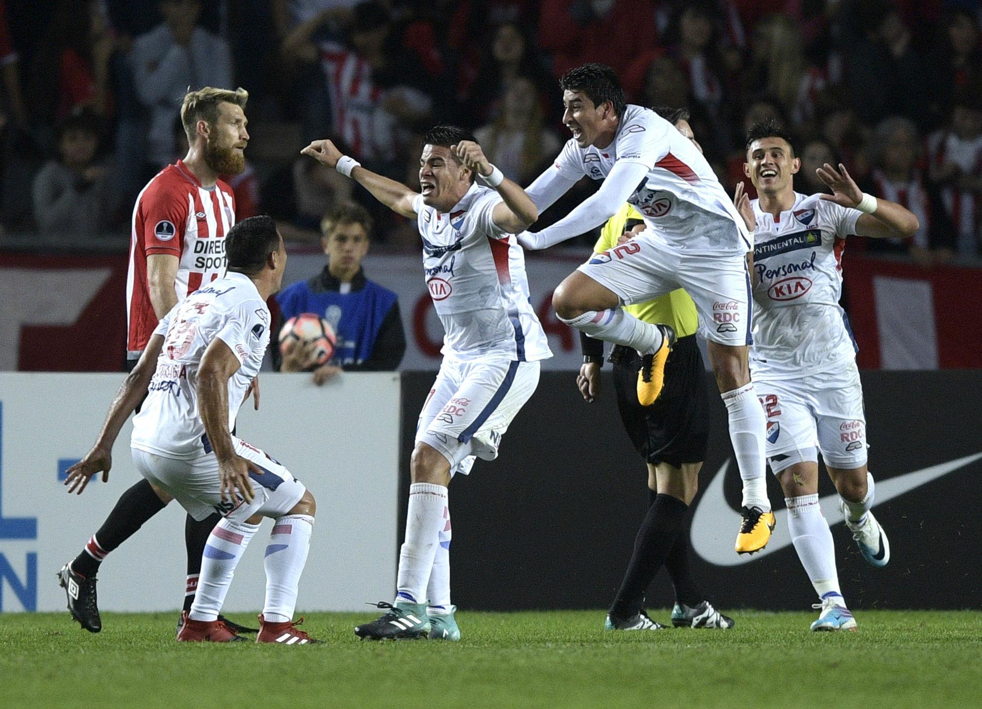 Estudiantes enfrenta a Nacional por la Copa Sudamericana