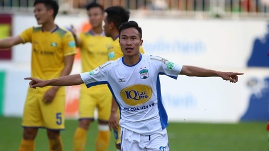 Triệu Việt Hưng dính chấn thương ở mắt, được chuyển vào TP.HCM cấp cứu   Goal.com