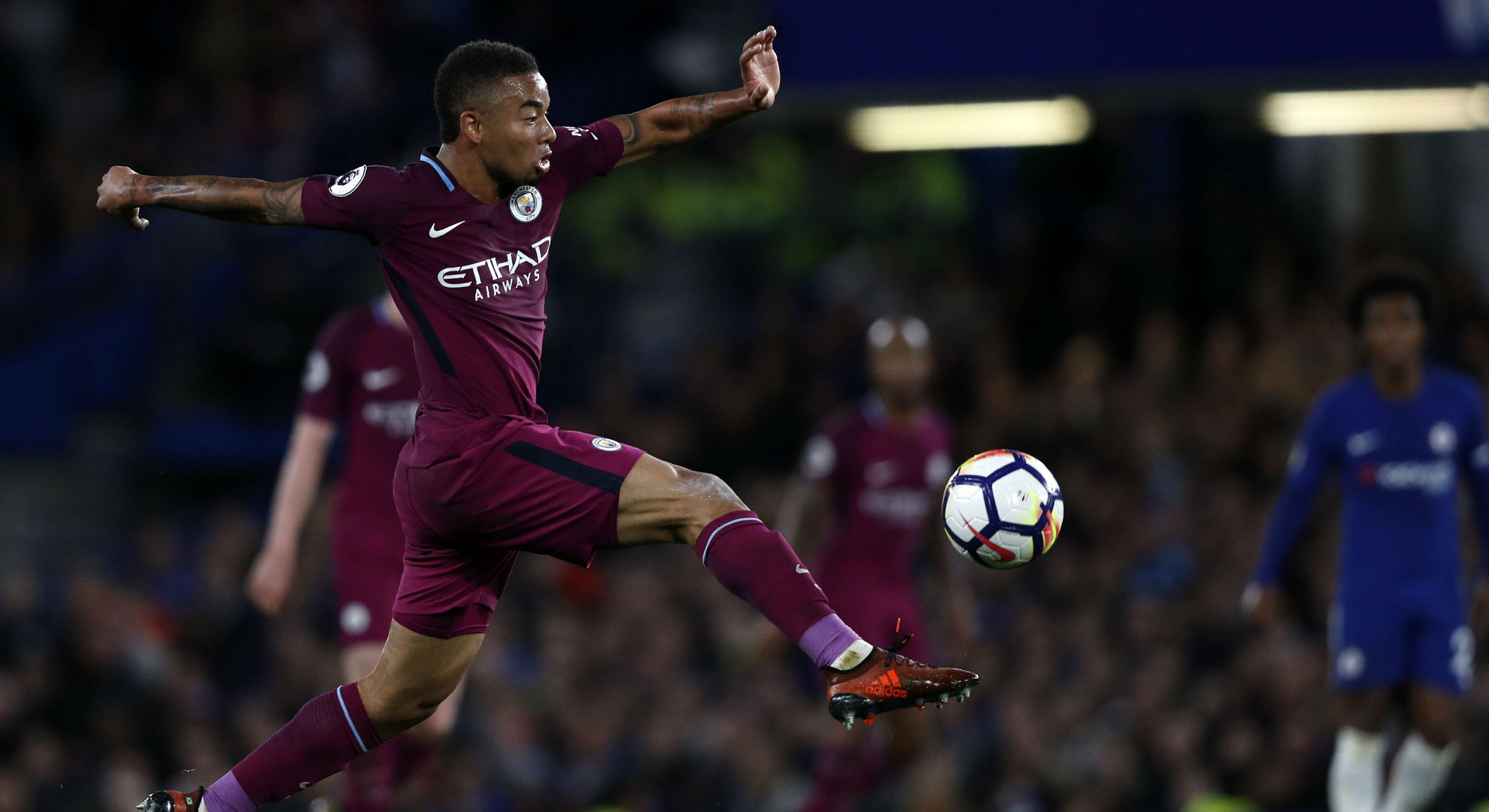 City goleia com dois de Jesus e assume liderança; Chelsea decepciona — Inglês