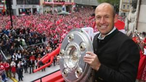 Arjen Robben FC Bayern Meister Meisterschale