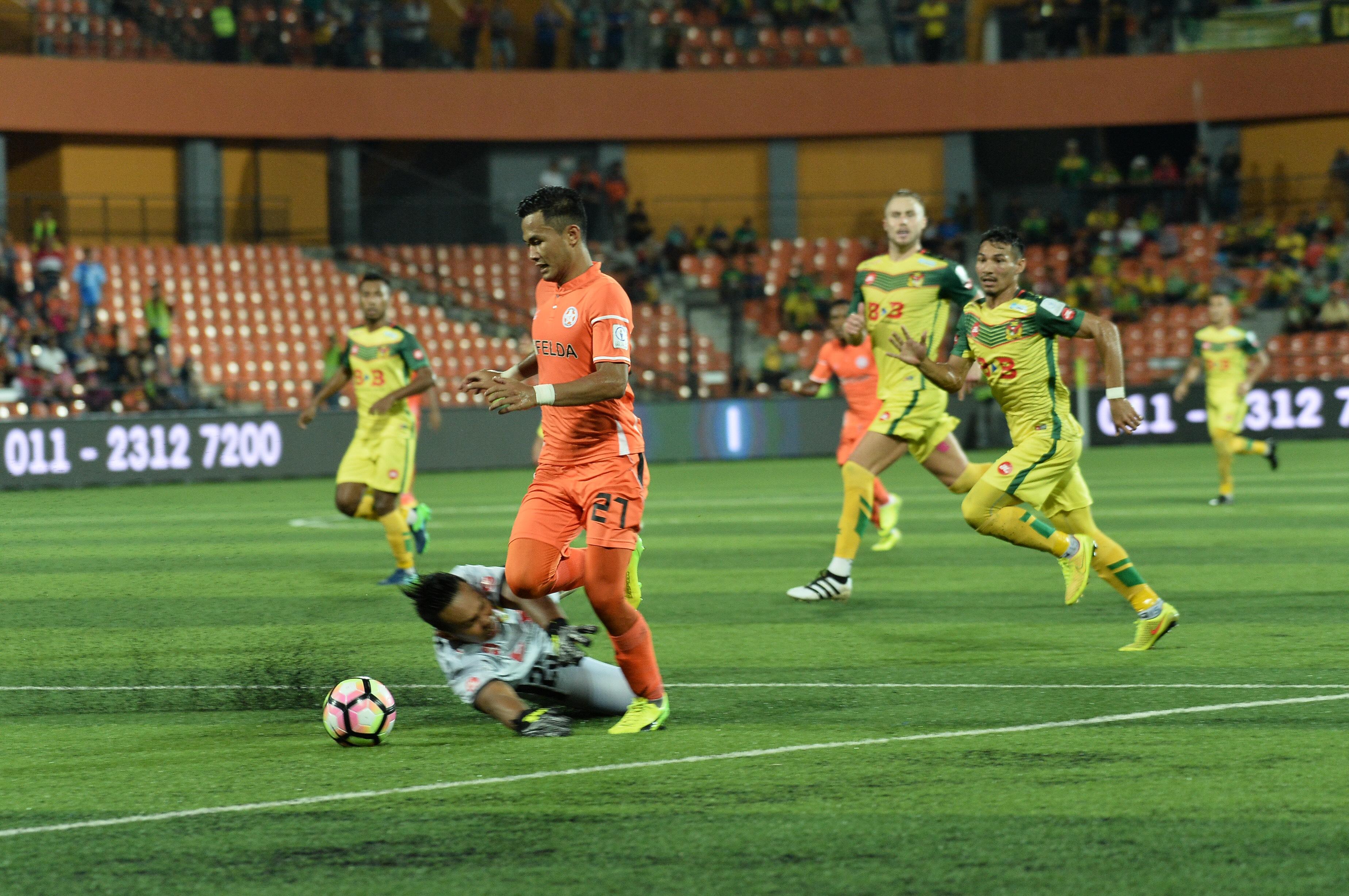 Hadin Azman Ifwat Akmal Felda United Kedah Super League 4/2/17