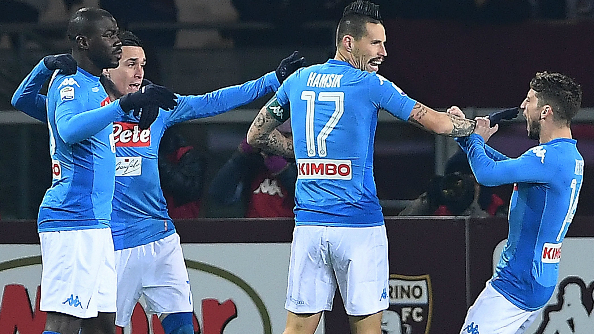 Hamsik regala a Maradona la maglia del gol record