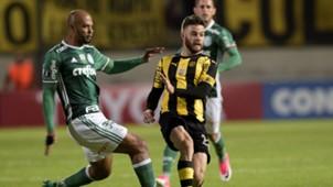 Felipe Melo Nahitan Nandez Penarol Palmeiras Libertadores 26042017