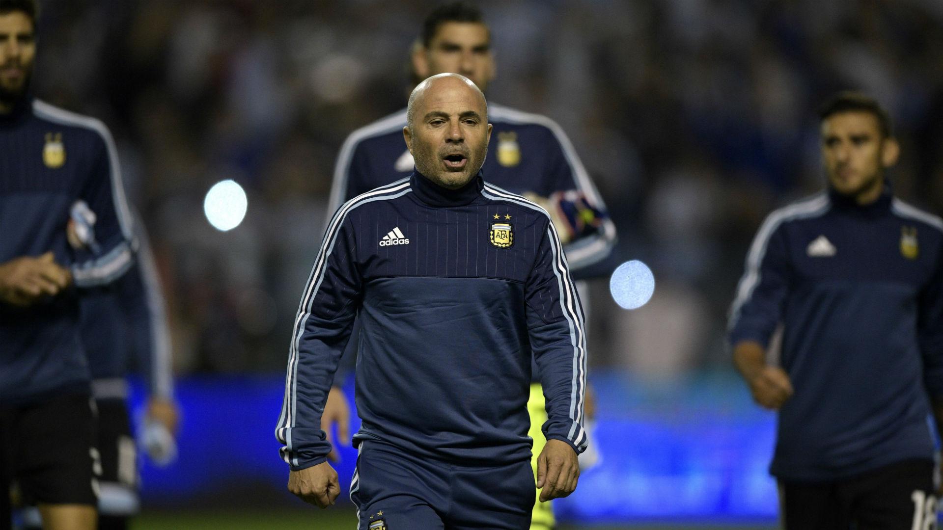 Mascherano y Benedetto ganan terreno y se perfilan como titulares ante Perú