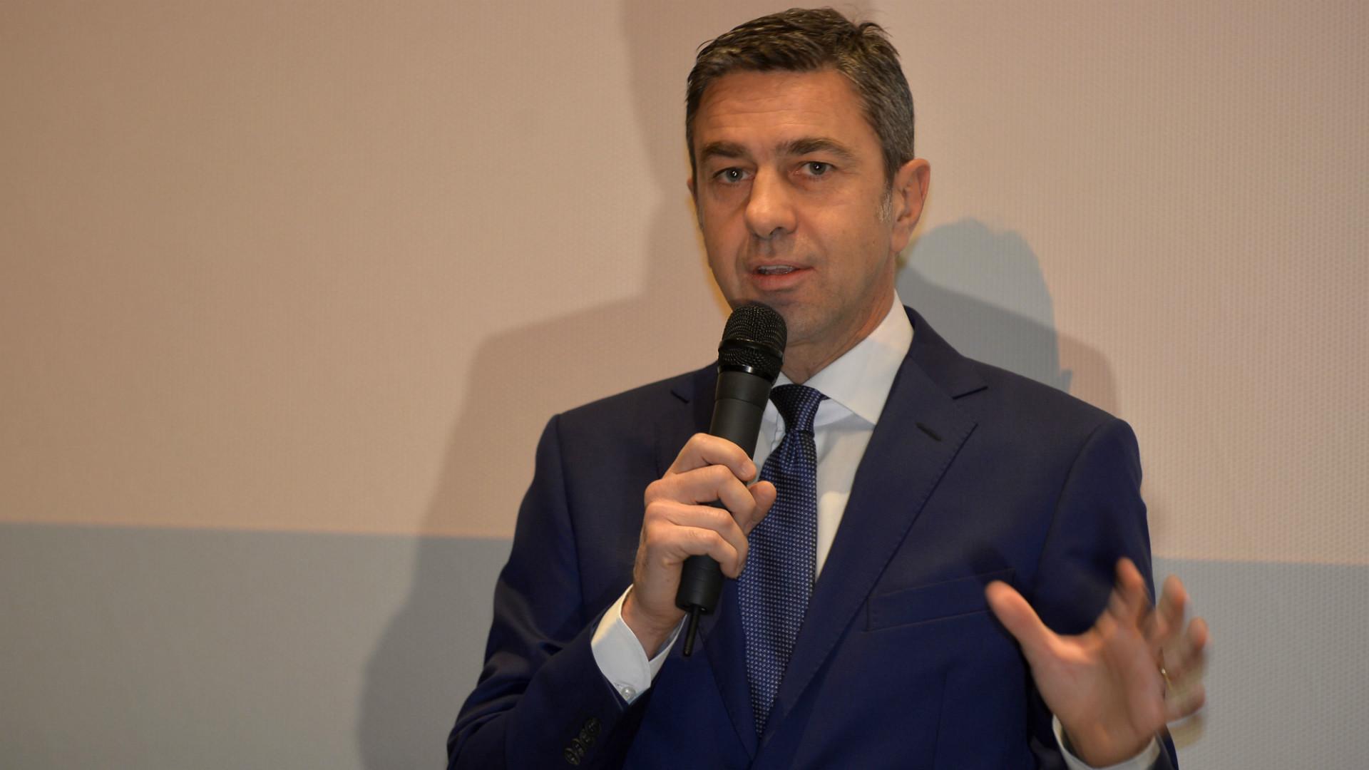Costacurta, Inter dia spazio a bandiere
