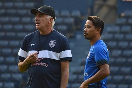 Johor Darul Ta'zim's Mario Gomez (left) and Safiq Rahim 2017