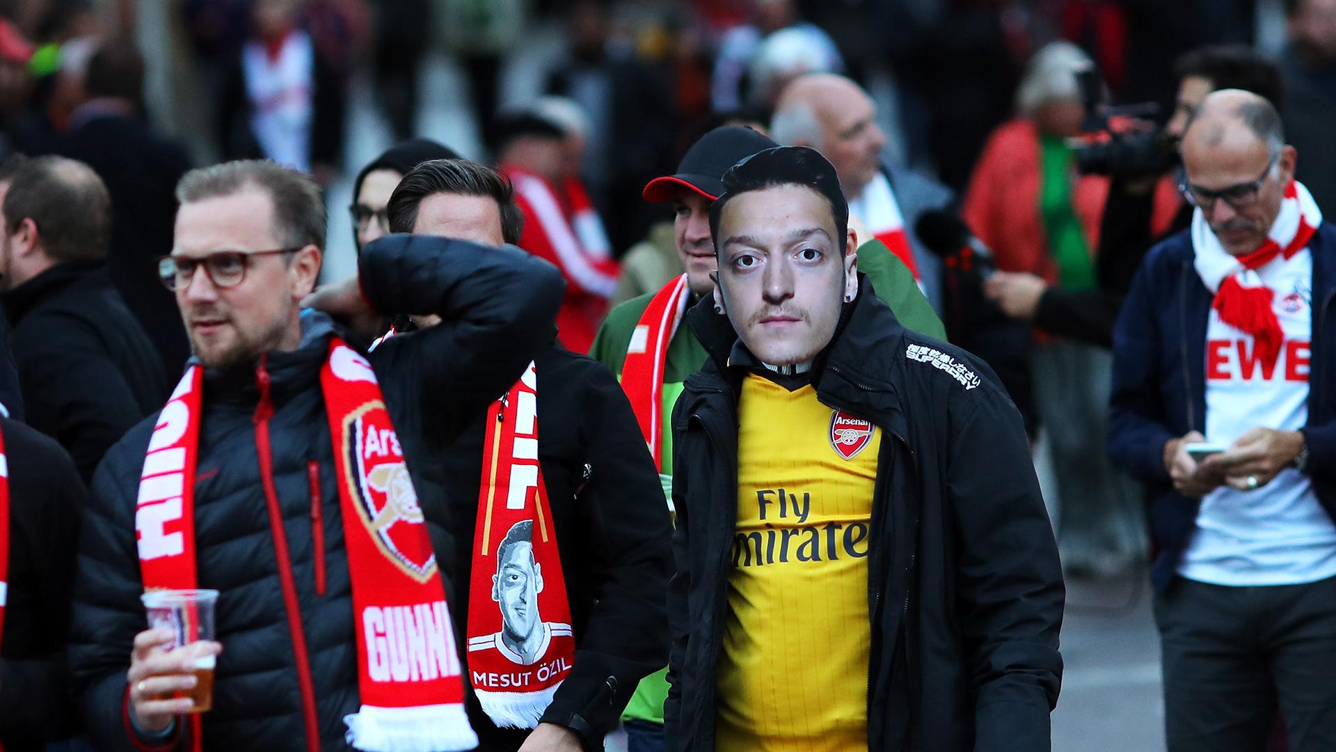 Mesut Ozil Arsenal fan
