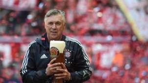Carlo Ancelotti Bayern München with beer
