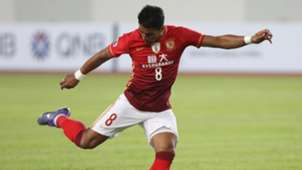 Paulinho em ação pelo Guangzhou Evergrand