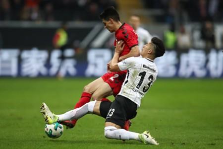 Carlos Salcedo Bartosz Kapustka Eintracht Frankfurt SC Freiburg Bundesliga 13012018