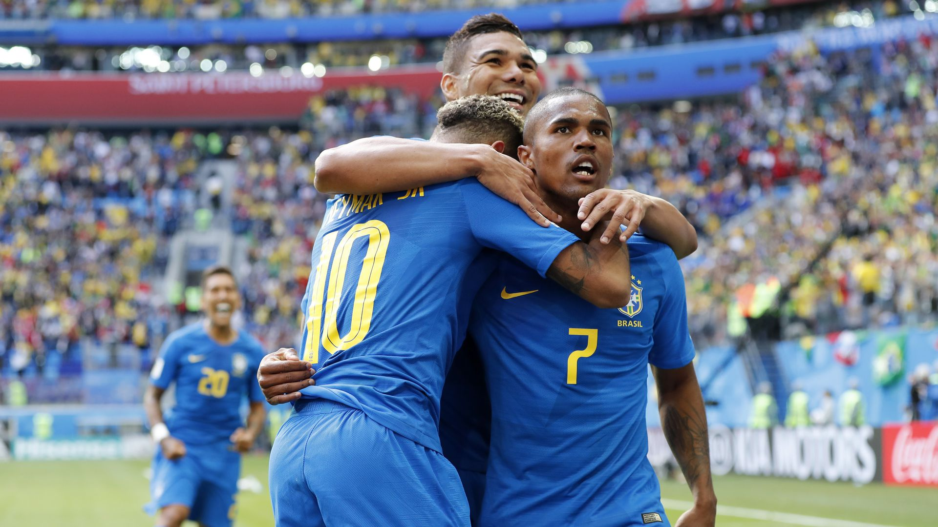 Brasile, stop per Douglas Costa: salta la gara con la Serbia