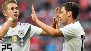 DFB Nils Petersen Mesut Özil 02072018