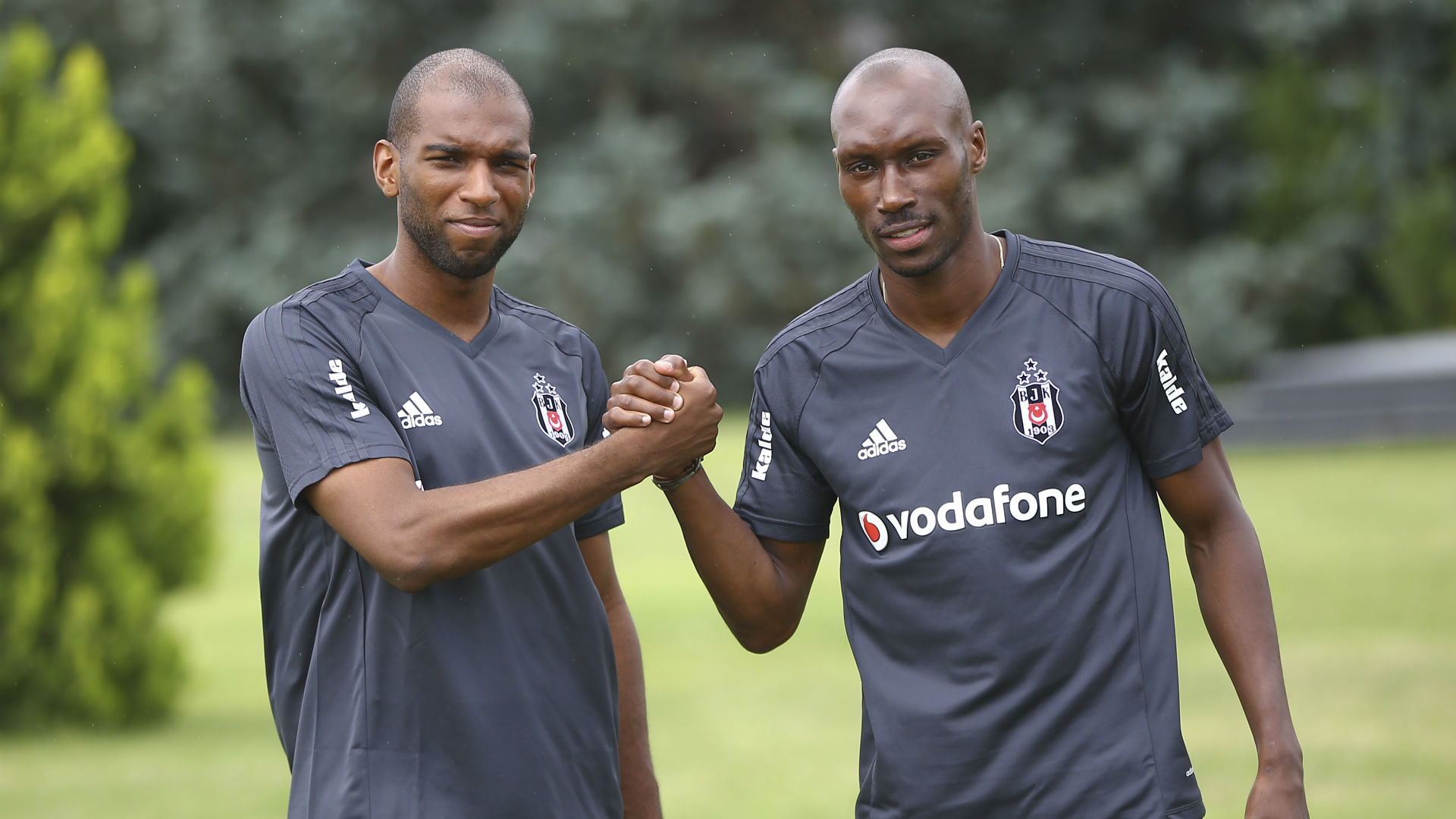 Ryan Babel Atiba Hutchinson Besiktas