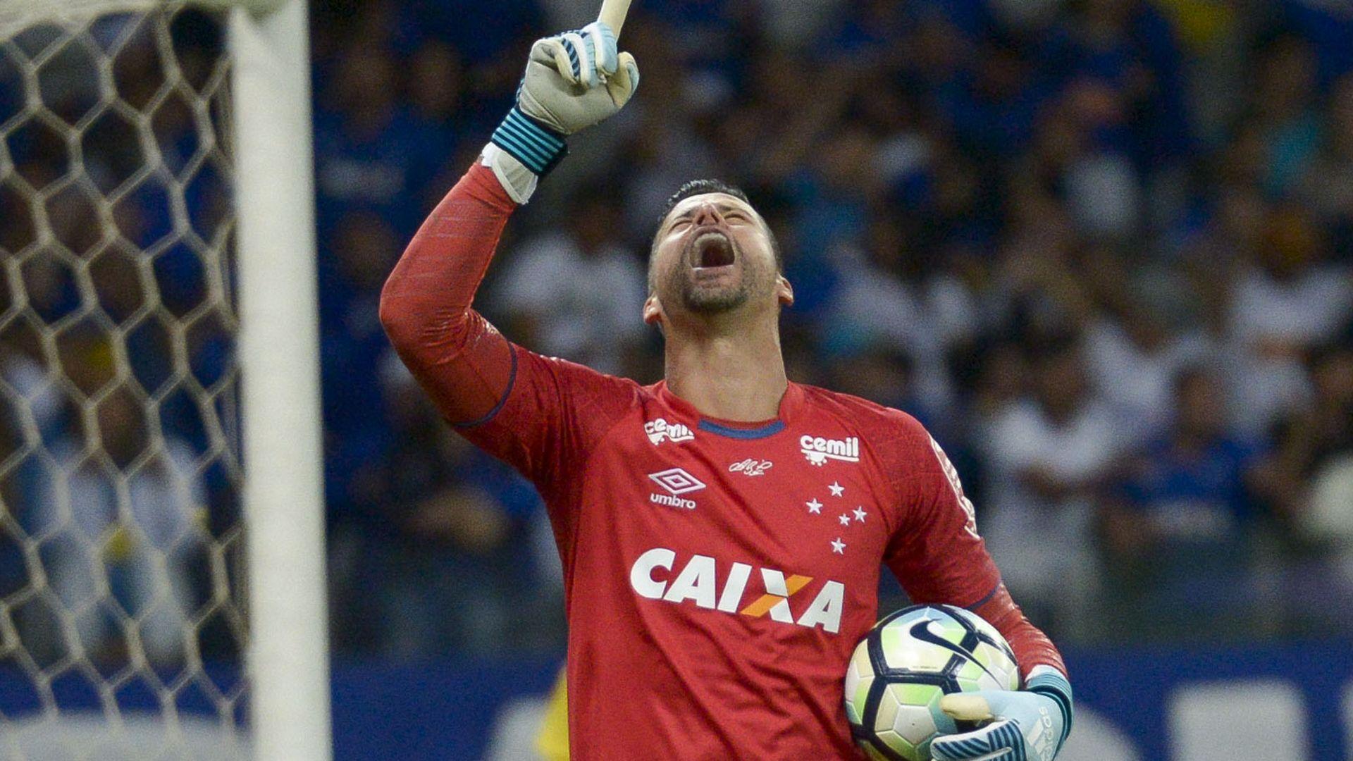 Cruzeiro anuncia renovação com goleiro Fábio até 2019