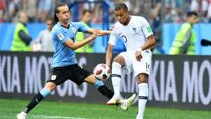 Diego Laxalt Kylian Mbappe Uruguay France World Cup 06072018