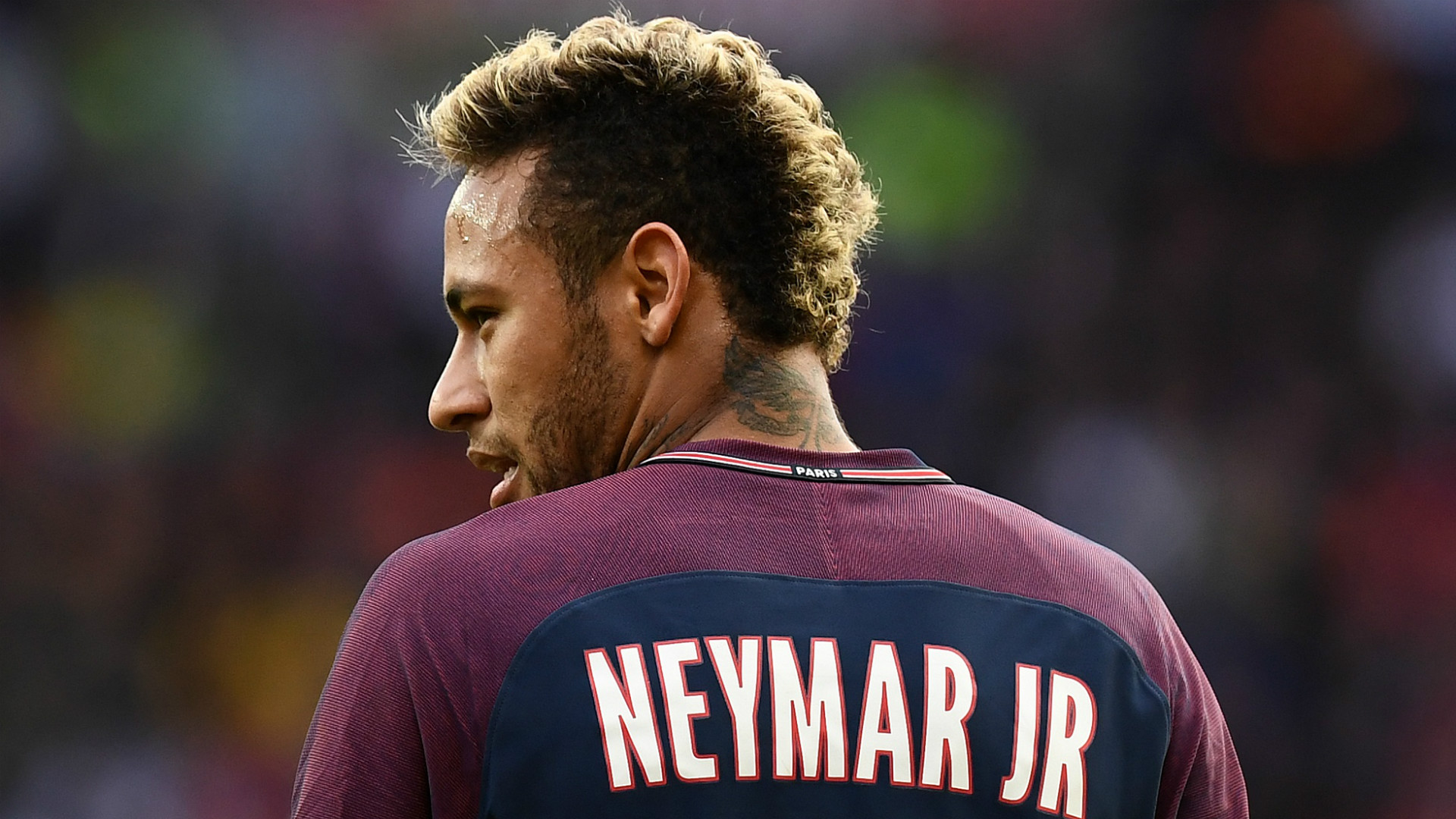 Neymar conversou com Daniel Alves antes de assinar com o PSG