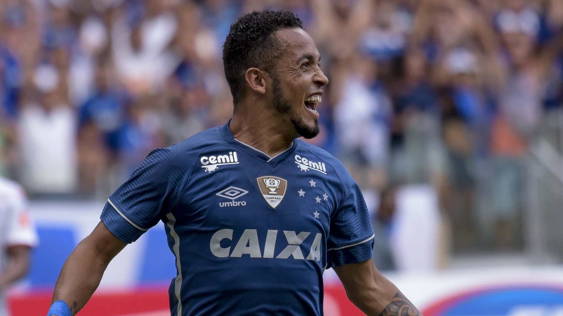 Cruzeiro divulga detalhes da nova camisa em rede social