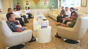 Pertemuan Menpora Imam Nahrawo & Ketua Umum PSSI Edy Rahmayadi