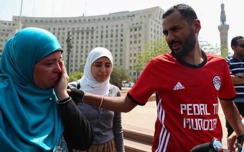 أسرة نوفل تودعه بميدان التحرير