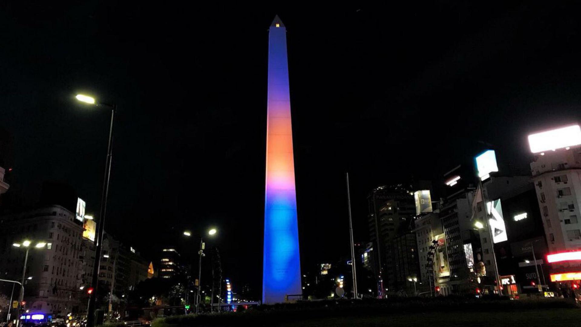El Obelisco con los colores de Boca