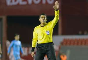 Arbitro Enrique Cáceres