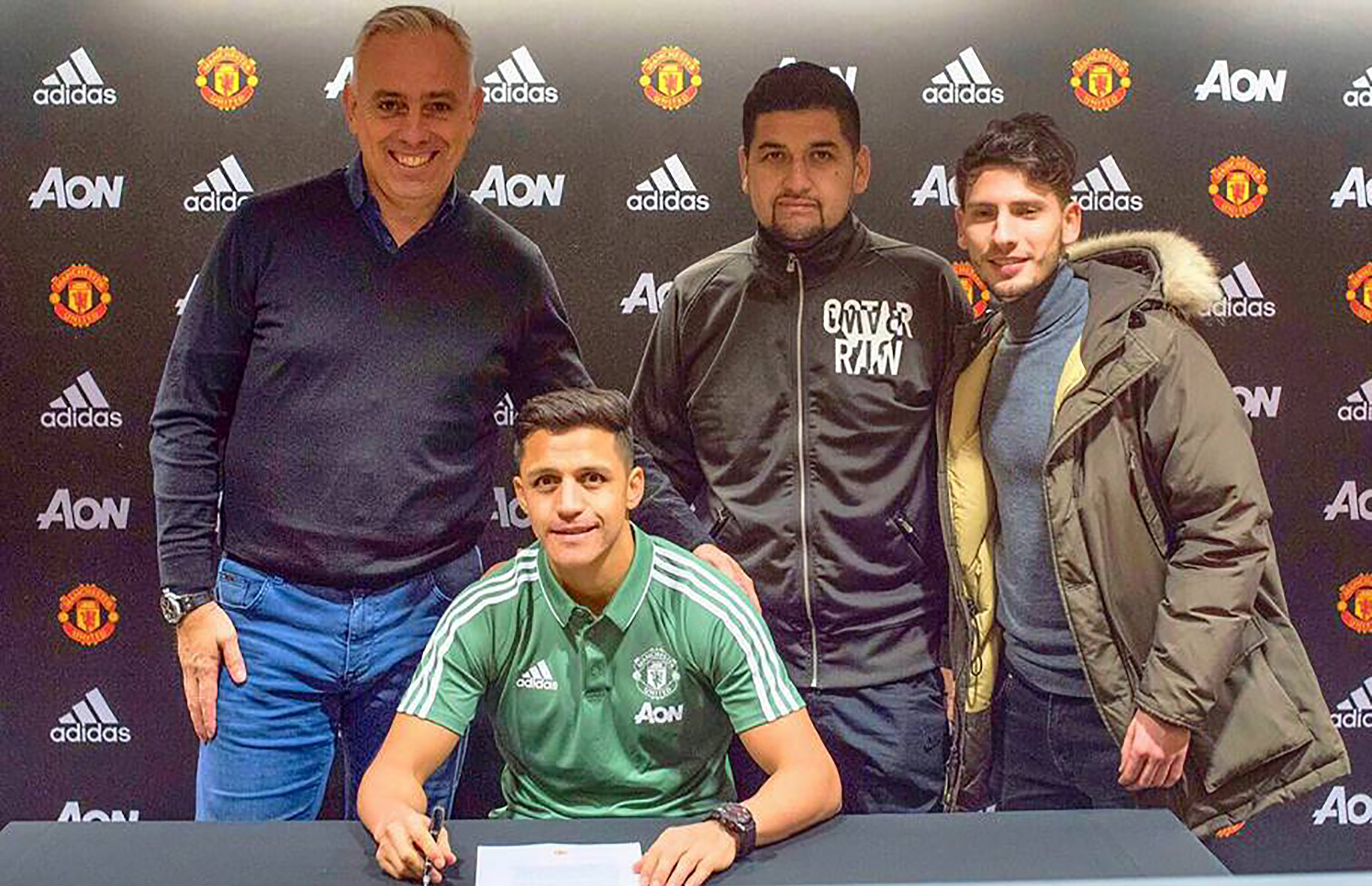 Alexis Sanchez and entourage