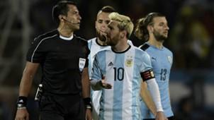 Bascuñan Lionel Messi Argentina Uruguay 2016