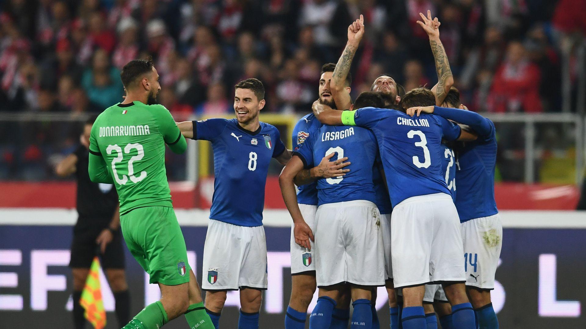 Italy celebrates Cristiano Biraghi vs. Poland