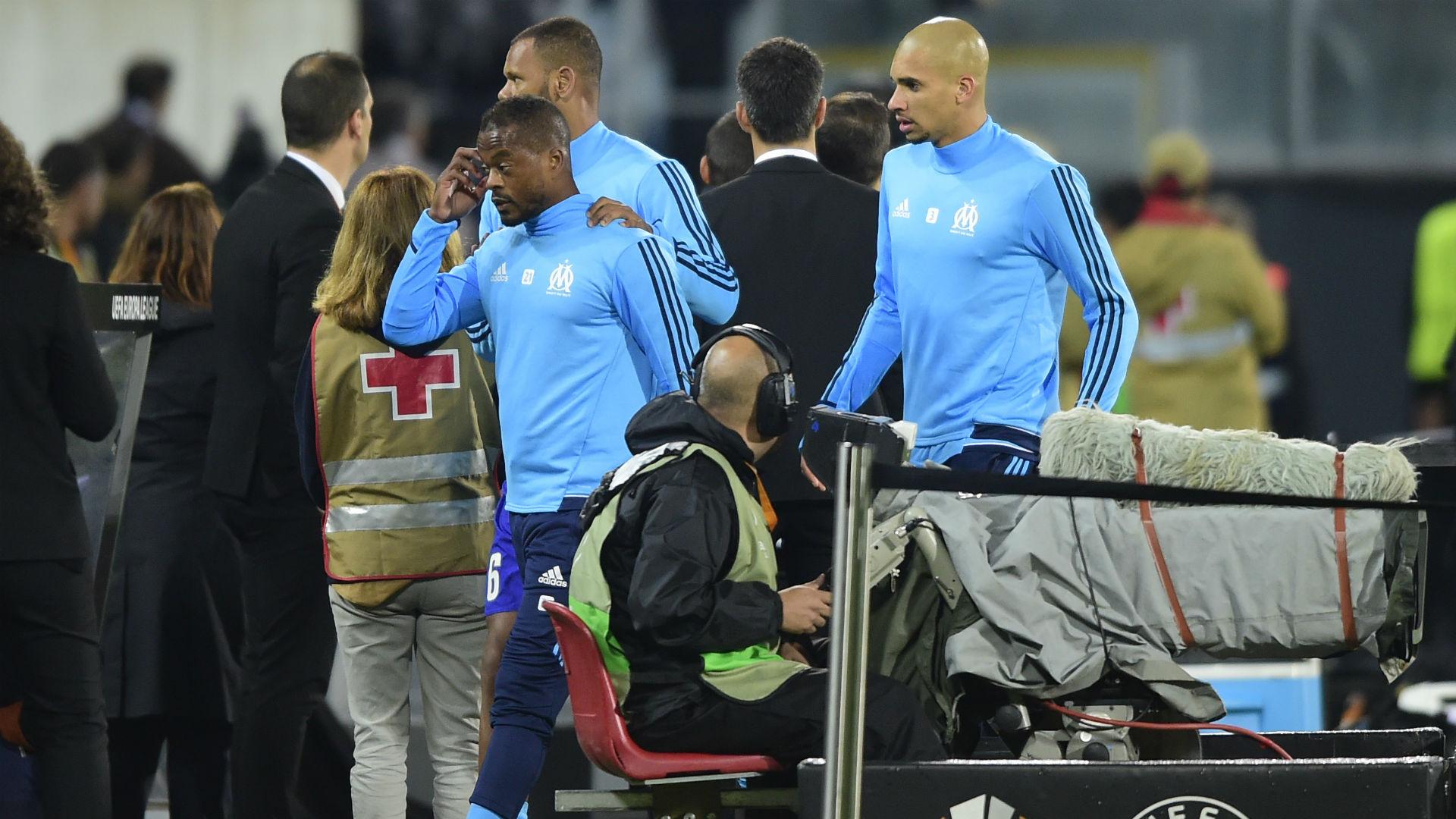 Evra tritt Marseille-Fan gegen den Kopf