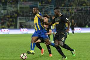 Pahang's Bright Dike (left) trying to get past T-Team's Mamadou Samassa 27/1/2017